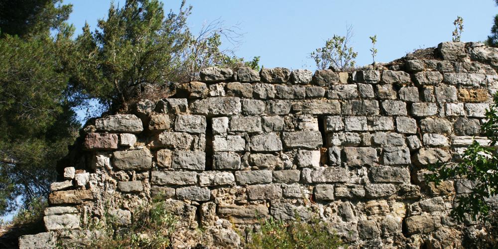 Article.12.Ruine.Pierre.eglise.draguignan